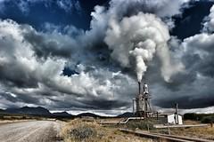Efri Reykir (ijsland) (BramvTol) Tags: ijsland iceland wolken sky snapseed stoom steam nature gijser geyser geothermie geothermischeenergie efrireykir smokestack boiler geothermal georthermalpower geysir energy energie warmwaterpomp