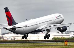 A330 N830NW a punto de tocar tierra (Dawlad Ast) Tags: aeropuerto internacional amsterdam schiphol ams holanda international airport 2019 spotting aviation avion plane airplane aterrizaje landing paises bajos airbus 330302 n830nw delta air lines sn 1769 a333 330300 a330 330