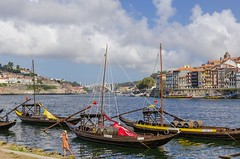 Oporto. (Alfredo.5) Tags: oporto portugal paisaje barcos edificios azul agua cielo colores nikon nikond5100 nikons9900 nikond60 nubes alfredo5