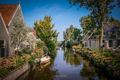 Broek in Waterland 2019 (EBoss Fotografie) Tags: broekinwaterland noordholland tourism netherlands nederland holland travel fujifilm xt20 sky water canal house architecture tree flowers soe twop supershot