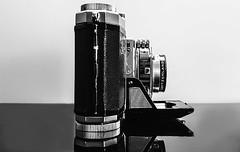 Zeiss Ikon Contina 1952 (Swissrock-II) Tags: white bw lightroom mobile samsung kamera kleinbildfaltkamera 1952 seitenansicht sideways photochallange2019 blackwhitephotos
