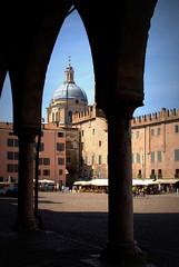PORTICI DI PIAZZA SORDELLO, MANTOVA (ceriz_83) Tags: piazza portici architettura mantova lombardia