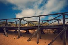 Der Weg zum Strand... (hobbit68) Tags: fujifilm xt2 strand sky sun holiday urlaub steg sonnenschein sommer sunset sonne summer spain sand spanien sunshine andalusien atlantik andalucia alt andalusisch andalucien himmel wolken clouds holz beach playa blue blau