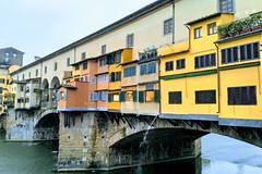 Ponte Vecchio (Kulawy Strzelec) Tags: 2018 europa europe october październik autumn fall jesień nokia michalkawecki florencja firenze florence town miasto italia italy włochy toskania tuscany toscana rain water melancholy pontevecchio bridge color