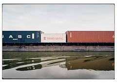 (schlomo jawotnik) Tags: 2019 juli elbeseitenkanal kanal wasserstrase wasser binnenschiff binnenschifffahrt ufer container schubverband analog film kodak kodakproimage100 usw