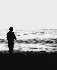 El pescador (Lola Lopez Nuñez) Tags: pescador playadelaaraña