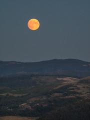 Lever de lune rousse (penelope64) Tags: lozère cévennes france nature olympusem1 olympus75300f4867ii lune moon paysage