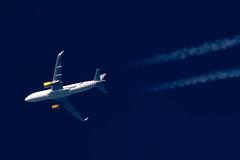 Vueling Airbus A320-214 EC-LVU (Thames Air) Tags: vueling airbus a32214 eclvu contrails contrailspotting