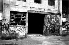 Urbex  Street art (Bokey Shutter) Tags: streetart rangefinder noirblanc ilfordpanf urbex télémétrique fujicager unieux
