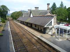 Dunkeld & Birnam station, Perthshire,on the Highland Main Line, looking northwards. (calderwoodroy) Tags: station scotland perthshire railwaystation dunkeld tayside birnam stationbuilding perthkinross dunkeldbirnamstation platforms architecture transport