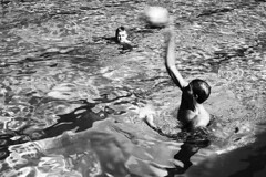 Wasserball (tiltdesign2016) Tags: analogphotography bw plustekopticfilm7600ise leicam2 canon50mmf14leicascrewmountltm rolleiretro80s adonalrodinal150 wuppertal wasserfreundewuppertal1883ev wasserfreundewuppertal wasserball training sport