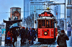 Istambul in winter (Miradortigre) Tags: turkey turquia istambul estambul winter invierno nieve snow tramway tranvia tramvia people gente calle street hiver istanbul стамбул 伊斯坦布尔