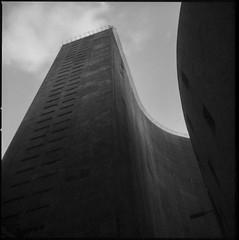 01_12 (Victor Frezza) Tags: hasselblad500cm hasselblad 120 film120 planar80mm 6x6 kodakfilm kodak filmexpired copan niemeyer oscarniemeyer architecture architectureblackandwhite architecturephotography
