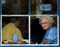 Mrs. Doubtfire Lookalike (Edinburgh Photography) Tags: outdoors people woman man cafe window portrait documentary photojournalism high street edinburgh nikon d7000