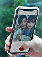 Stolen selfie (magellano) Tags: selfie stolen ragazza girl mano hand unghia rossa red nail cellulare mobile phone candid teen teenager