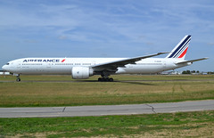 F-GSQT, Boeing 777-328(ER), 32846 / 616, AF-AFR-Air France, ORY/LFPO 2019-08-21, taxi to runway 06/24. (alaindurandpatrick) Tags: fgsqt 32846616 777 777300 773 777328 boeing boeing777 boeing777300 boeing777328 jetliners airliners af afr airfrance airlines ory lfpo parisorly airports aviationphotography