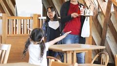 SAKURAKO and SAKIKO - MACHIMURA Farm (MIKI Yoshihito. (#mikiyoshihito)) Tags: machimura farm machimurafarm 江別 江別市 ebetsu 町村 町村農場 北海道 japan hokkaido sakiko 咲子 さきこ サキコ daughter 次女 3歳8ヶ月 secondeldestsister sakurako 櫻子 さくらこ 娘 サクラコ 長女 10歳10ヶ月 eldestdaughter