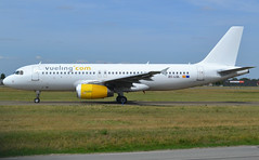 EC-LQL, Airbus A320-232, c/n 1749, Vueling Airlines, ORY/LFPO 2019-08-21, taxi to runway 06/24. (alaindurandpatrick) Tags: eclql cn1749 airbus airbusa320 airbusa320200 airbusa320232 a320 a320200 a320232 minibus jetliners airliners vy vlg vueling vuelingairlines airlines ory lfpo parisorly airports aviationphotography