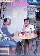 Twins coffee (Marcos Núñez Núñez) Tags: street national streetphotography streetphotographer reflection reflejo fotografíacallejera filmphotography nikonn55 rollo mx oaxaca color escaparate coffee