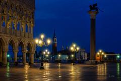 2019 San Marco Blue Hour (jeho75) Tags: sony ilce 7m2 zeiss venedig venice venezia markusplatz san marco dogenpalast blue hour architecture italy italien italia nightshot