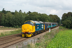 37409 Postwick 28/08/19 - After a spell of no use, the 37 'Short Set' was back out today on duties across the Wherry LInes. 37409 'Lord Hinton' leads the BR Large Logo sandwich at Postwick with 2P21. (rhayward92) Tags: 37409 drs direct rail services br large logo lord hinton 2p21 postwick class 37 uk train trains railways