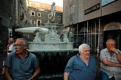 Catania, 2019 (Antonio_Trogu) Tags: streetphotography sicilia catania ricoh sicily ricohgr2 uomini ricohgrii antoniotrogu canpubphoto fountain antonio trogu fontana urban candid street photography 2019 ricohgr men