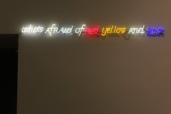 Chi a paura del blu, rosso e giallo (1970) (just.Luc) Tags: neon light licht lumière red rood rouge rosso rojo blu blue blauw blau bleu azul giallo amarillo geel gelb jaune yellow rot italia italy italien italie italië museum museo musée museet museu milaan milan milano mailand lombardije lombardei lombardy lombardie lombardia