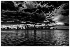 The Dark Sky (mysterious-man) Tags: bw black white florida miami süd dark sky wolken cloud ocean