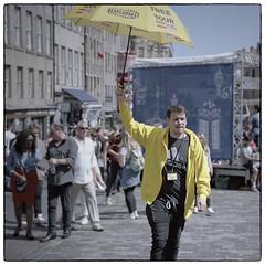 Free Tour (VKUSH) Tags: edinburghfestivalfringe2019 edinburgh festival fringe scotland uk pentaxmzs tamronaf2875mmf28 reflectaproscan10 vuescan city street urban streetphotography urbanphotography portrait people outdoor tourism umbrella light shadow kodakportra160 kodak portra film analog filmphotography pentax slr
