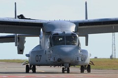 Opsreys at RAF Valley (Adam Fox - Plane and Rail photography) Tags: united states marine corp corps usmc mv22 opsreys 862607 834715 vmm261 raging bulls osprey tiltrotor tilt rotor helicopter military navy transport cargo airlifter troop royal air force valley anglesey wales 8626 8347 15 07 plane airplane aeroplane aircraft