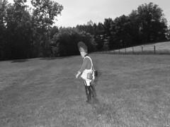Alec Soth (Skylar Kisiel) Tags: americanrevolutionarywar boot botte chapeau clôture costume fence hartvilleohio hat historicalreenactment lawn manallages masculin pelouse processed tree uniform uniforme unitedstates