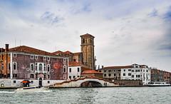 Arrivée à Murano (balese13) Tags: 100nikon 1855mm d5000 italie murano nikonpassion venise yourbestoftoday architecture balese bateau eau nikon nikonistes nuageux ocre pixelistes pont water vénétie venezia 500v20f 1000v40f 1500v60f