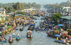 Floating market in Southern Vietnam (phuong.sg@gmail.com) Tags: activity air amazing asia asian atmosphere boat business busy cairang cantho canal chanel color colorful crowd crowded day delta dirty farmers flea float floating group landscape landscaping lively market mekong open people person poor poverty river row rowing scene spring summer sunnyday trade travel vietnam vietnamese water women wooden