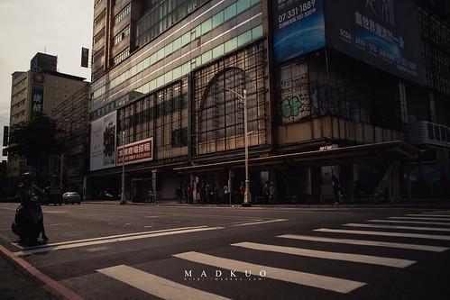 高雄火車站前-曾經人滿為患的百貨公司