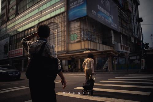 高雄火車站前-抬頭一看只剩夕陽