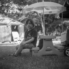 (patrickjoust) Tags: super ricohflex kodak verichrome pan 100 expired 2004 developed rodinal 150 tlr twin lens reflex 120 6x6 medium format llewelyn black white bw home develop discontinued film blancetnoir blancoynegro schwarzundweiss manual focus analog mechanical patrick joust patrickjoust connecticut ct new england usa us united states north america estados unidos country kid boy child umbrella yard