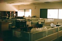 Before working hours. (蒼白的路易斯) Tags: office 辦公室 fujifilmxtra400 yashicaelectro35gsn 底片攝影 底片