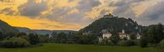 ein schwülwarmer Sommertag neigt sich dem Ende - in Kallmünz (khmuggenthaler) Tags: kallmünz naab oberpfalz burg burgruine landkreisregensburg kircheninbayern kirchen vils nikon d7100 1755 langzeitbelichtung sonnenuntergang 175528 afs1755 blauestunde stadtbild wolken bavaria castle mittelalter castleruin
