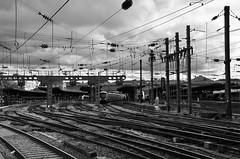 Paris-Est (Philippe Haumesser (+ 8000 000 view)) Tags: railway rails gare station bâtiment building noiretblanc blackandwhite monochrome lignes lines quai tgv train paris france nikond7000 nikon d7000 reflex 2019 nuages clouds