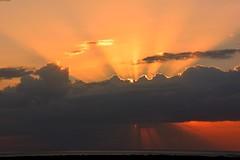 Coucher de soleil sur Trinidad (Olivier Simard Photographie) Tags: cuba trinidad soirée caraïbes ciel nuages soleil coucherdesoleil ancon playaancon océan mer oliviersimardphotographie horizon lignedhorizon evening caribbean sky clouds sun sunset ocean sea noche caribe cielo nubes sol ancón playaancón horizonte skyline orange