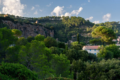 Cotignac (bautisterias) Tags: provence provenza france francia summer provençal southoffrance midi d750 light colours color country ruralfrance rural caves dwelling cave tufa stone var villages french colour morning nikon beautiful outside nikkor
