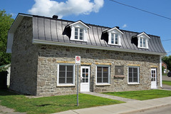 La Maison du patrimoine (circa 1820) in the municipality of Grenville, Quebec (Ullysses) Tags: maisondupatrimoine grenville quebec canada grenvillecanal warof1812 canal grenvillelodgeno101 grenvillemasoniclodgeno101 summerété heritageproperty canadianhistory