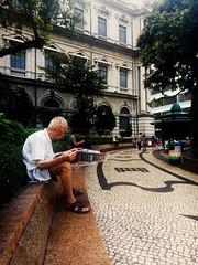 Largo do Senado, Thursday morning (marco_albcs) Tags: macau china sar asia street photography sitting bench largodosenado sanmalo morning week chill asus