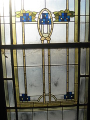 """Detail of an Art Nouveau Stained Glass Window on the Stairwell of """"Tolarno"""" - Fitzroy Street, St Kilda (raaen99) Tags: tolarno thetolarnohotel housename victorianhouse victorianmansion mansion victoriana edwardiana hotel motel guesthouse accommodation stainedglass stainedglasswindow stainedglasswindows artnouveaustainedglass artnouveaustainedglasswindow fitzroystreet fitzroyst victorianstyle nineteenthcentury twentiethcentury twentiethcenturystainedglass nineteenthcenturystainedglass window edwardian melbourne victoria australia domesticarchitecture house home architecture housing 20thcentury 19thcentury artnouveau nouveau 1900s stkilda artsandcrafts artsandcraftsmovement artscraftsmovement artscrafts detail interior room stairwell staircase flowers floral flora flower daisy branch leaves leaf blue gold yellow green mirkamora"""