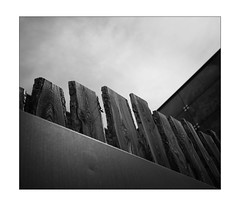 diagonal fence compo (Armin Fuchs) Tags: arminfuchs lavillelaplusdangereuse würzburg alterhafen fence diagonal wood sky clouds anonymousvisitor thomaslistl wolfiwolf jazzinbaggies 6x7 35mm challenge hff