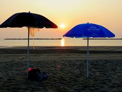 IMG_0044x (gzammarchi) Tags: italia paesaggio natura mare ravenna lidoadriano alba sole ombrellone coppia