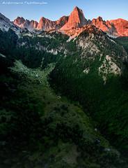 Σιάδι Μίγας / Τύμφη (dimitrisgol) Tags: σιάδι μίγασ τύμφη γ γκαμήλα αεροφωτογραφίεσ αεροφωρογραφία ηπειροσ ελλάδα ελλάσ πάπιγκο πίνδοσ κόνιτσα βρυσοχώρι βουνά βουνό ζαγόρι ζαγόρια ζαγοροχώρια καρτερόσ konitsa karteros greece gamila tymphe tymfi mount maount grecce sunrise aerophorography drone pindos papigo peak papigko