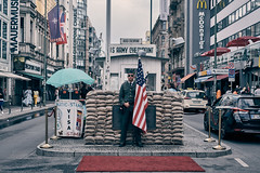 Checkpoint Charlie (Jontsu) Tags: checkpointcharlie berlin deutschland germany fuji fujifilm xt3 35mm street streetphotography