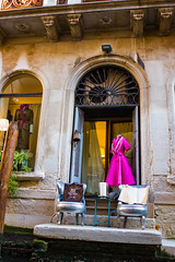 Venice, Italy. (suebr) Tags: venezia italia été tourisme venise ville voyage italie august 2019 summicrontl23mmf2asph leicacldigital leica tourism travel summer europe italy venice gondola gondole detail architecture water canal city italian storefront shopwindow vitrine pinkdress roberose chic