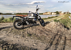 BMW Heritage - R nineT Scrambler (Andrea Moscato) Tags: andreamoscato italia landscape light luce paesaggio shadow nature natura natural naturale view vista vivid green day water freshwater drone dji mavic air quadcopter fly sunset dusk building architecture architettura risaia pianura piemonte campo field house agricoltura riso strada street road alberi sky cielo clouds nuvole blue white yellow bike motorcycle motorbike gravel stones sand